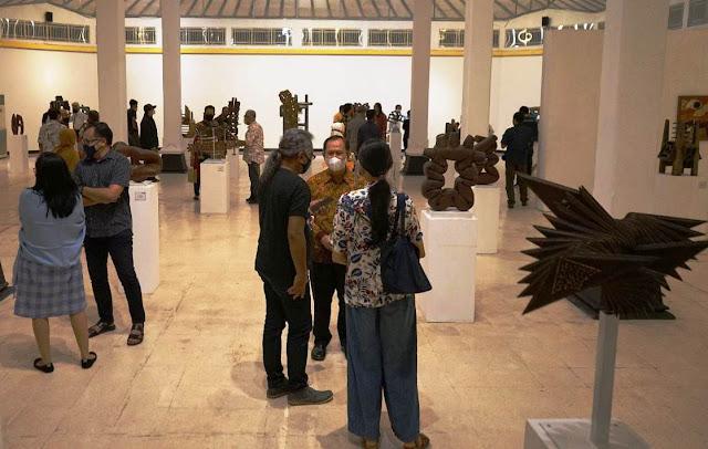 Tandai Purna Tugas, Seniman Effy Indratmo Gelar Pameran Tunggal