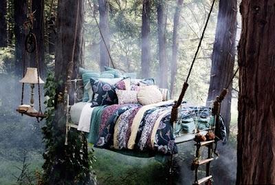 Fotode cama en el bosque