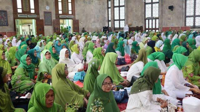 Foto ibu-ibu majelis Taklim