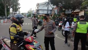 Berbagi Takjil Cara Polsek Medan Kota Ajak Warga Ikuti Prokes dan Jangan Mudik