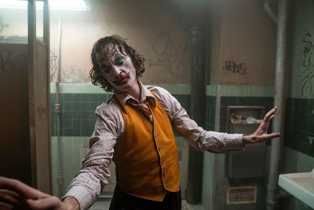 Arthur Fleck trasformándose en Joker