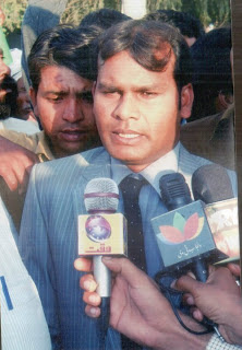Saquean la casa de un abogado cristiano en Lahore, Pakistán.