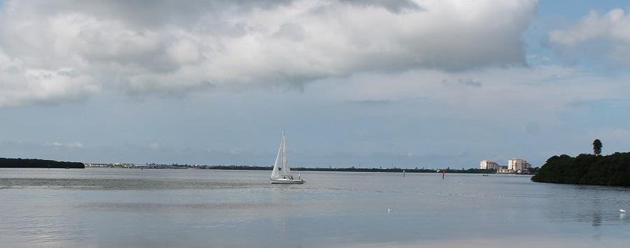 Tampa Bay o Bahía de Tampa desde Maximo Point en Pinellas County