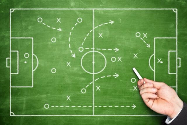 دروس تكتيكية : كيفية الإستفادة تكتيكياً من اللاعب مُتعدد المراكز  Player Flex