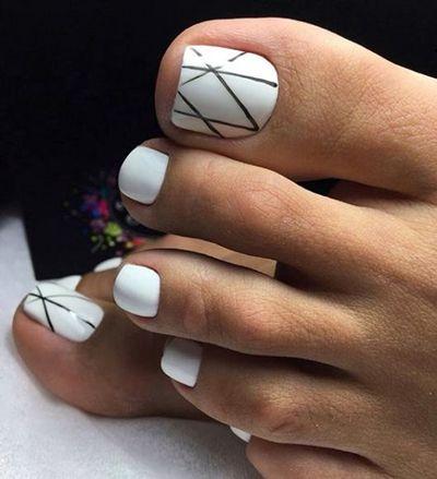 unhas dos pés decoradas pretas e brancas