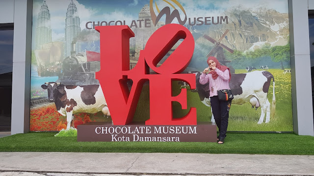 Chocolate factory, chocolate market, Chocolate Museum, Museum, travel, branded chocolate, cheap chocolate, malaysia chocolate museum, damansara chocolate museum, how is made the chocolate, chocolate recipes.,