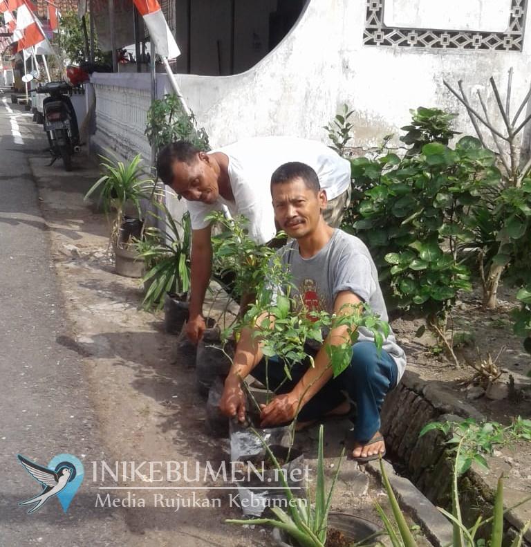 Seribu Tanaman Untuk Kelurahan Kebumen Hijau Royo-Royo