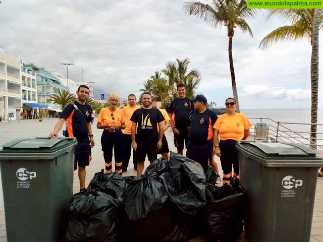 El Ayuntamiento de Los Llanos retira más de un centenar de kilos de plástico, nylon y latas del litoral
