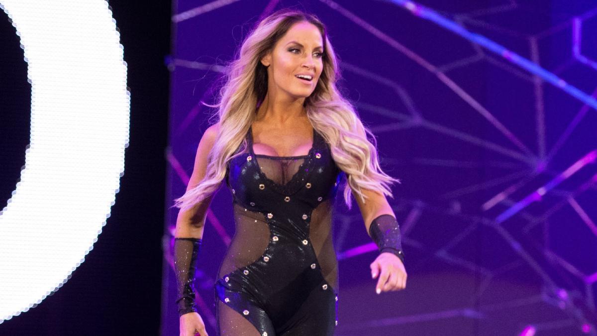 Trish Stratus comenta quem deveria ser introduzida no WWE Hall of Fame