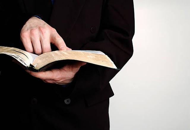 Mnich z uprawnieniami musi zostać wpisany na listę adwokatów
