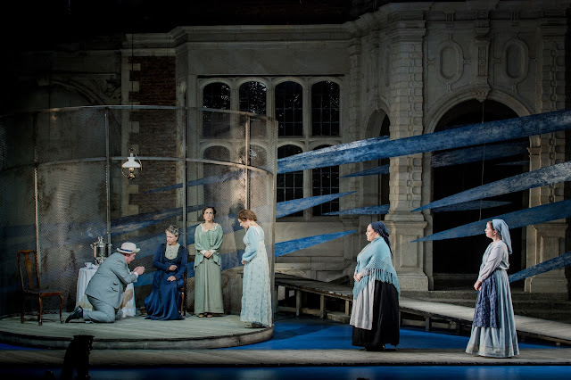 Nicky Spence as Tichon, Anne Mason as Kabanicha, Clare Presland as Varvara, Julia Sporsén as Káťa, Laura Woods as Glaša and Polly Leech as Fekluša in Opera Holland Park's production of Káťa Kabanová, directed by Olivia Fuchs © Robert Workman