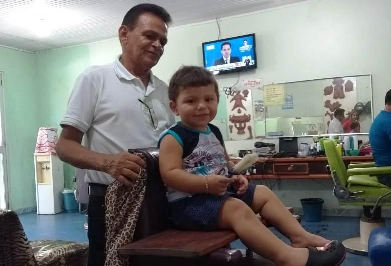 Barbeiro com 30 anos de profissão foi a Belém para ver o filho virar juiz