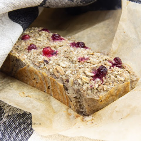 Oat-Lingonberry Bread