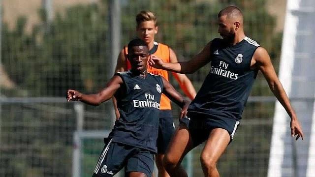 Benzema se rende a Vinícius Jr.: 'Treinando com o novo talento do Real'