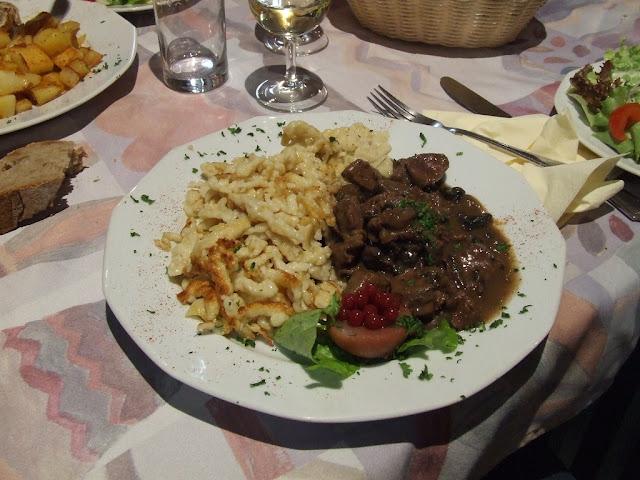 sanglier mariné au vin rouge et cognac, pâtes alsaciennes