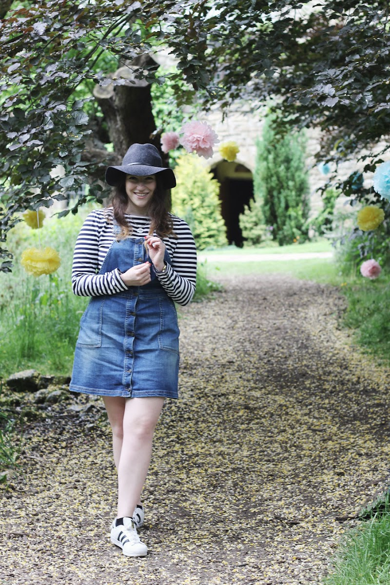 How to style a denim dungaree dress | www.itscohen.co.uk