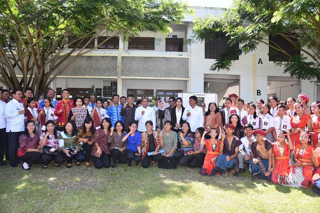 Gubernur Bersilaturahmi dan Memberi Motivasi Pada Guru dan Siswa SMAN 1 Pangururan