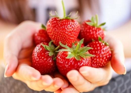 handful of albanian strawberries