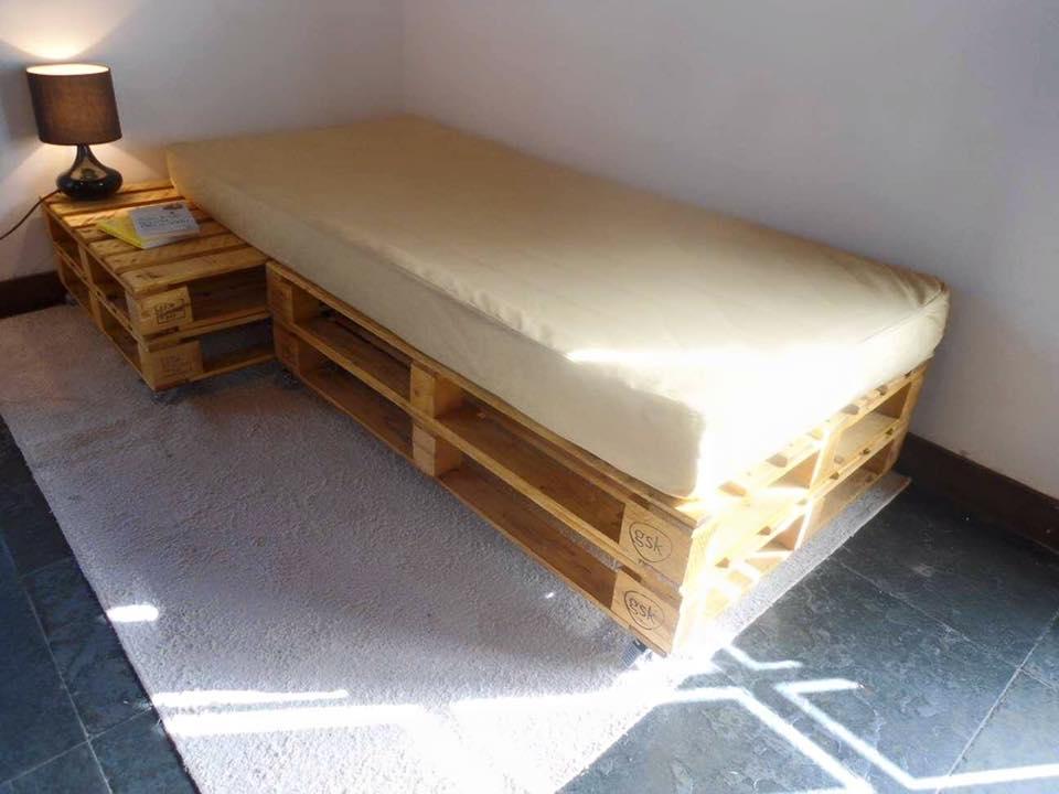 Ideas para reciclar palets de madera construccion y for Bases de cama hechas con tarimas