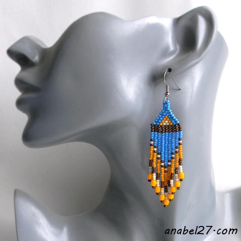 Маленькие сине-жёлтые серьги из бисера