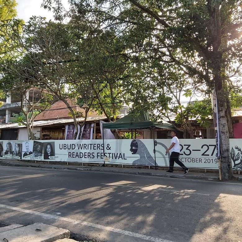 Trip Bali: Ubud Writer and Readers Festival 2019 dan Mantai di Seminyak