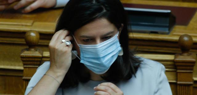 Η κ. Κεραμέως φοβάται τον συνωστισμό στο γραφείο της