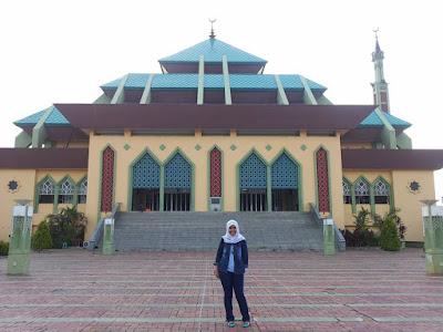 Masjid Raya Batam Centre Yang Berada di Depan Dataran Engku Putri