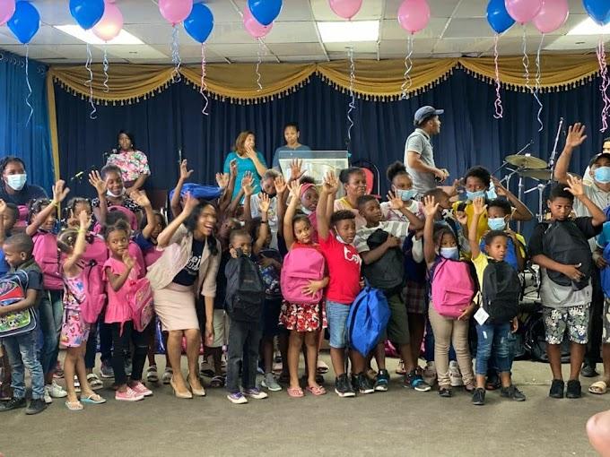 Fundación Mejor es Dar entrega útiles escolares en el municipio de Haina