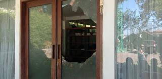 Kaca Masjid di Bandung Dilempar Batu, Pelakunya Langsung Ditangkap Warga, Siapa Orangnya?