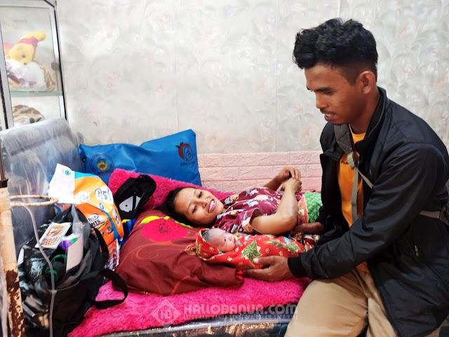 Masyitah Melahirkan di Dalam Mobil Evakuasi Relawan Sebelum Dilarikan ke Klinik Bersalin