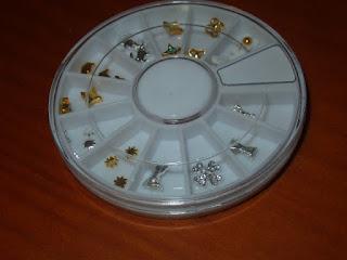decoraciones de uñas doradas