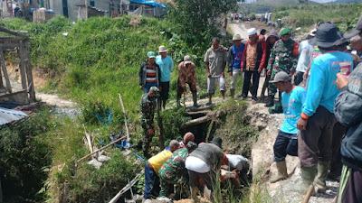 Koramil 10/Lembah Gumanti Laksanakan Gotong Royong Bersama Masyarakat