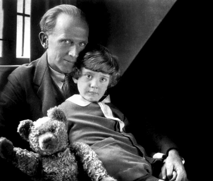 Winnie The Pooh วินนีเดอะพูห์ - หมีที่ดังที่สุดในโลกและเด็กชายผู้มีชีวิตจริงอันแสนเศร้า