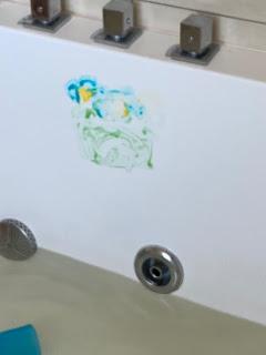 Dessin réaliséavec de la peinture pour le bain