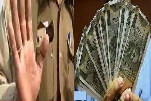 asi-and-his-association-arrested-rs-2-crore-extortion-from-a-builder-delhi