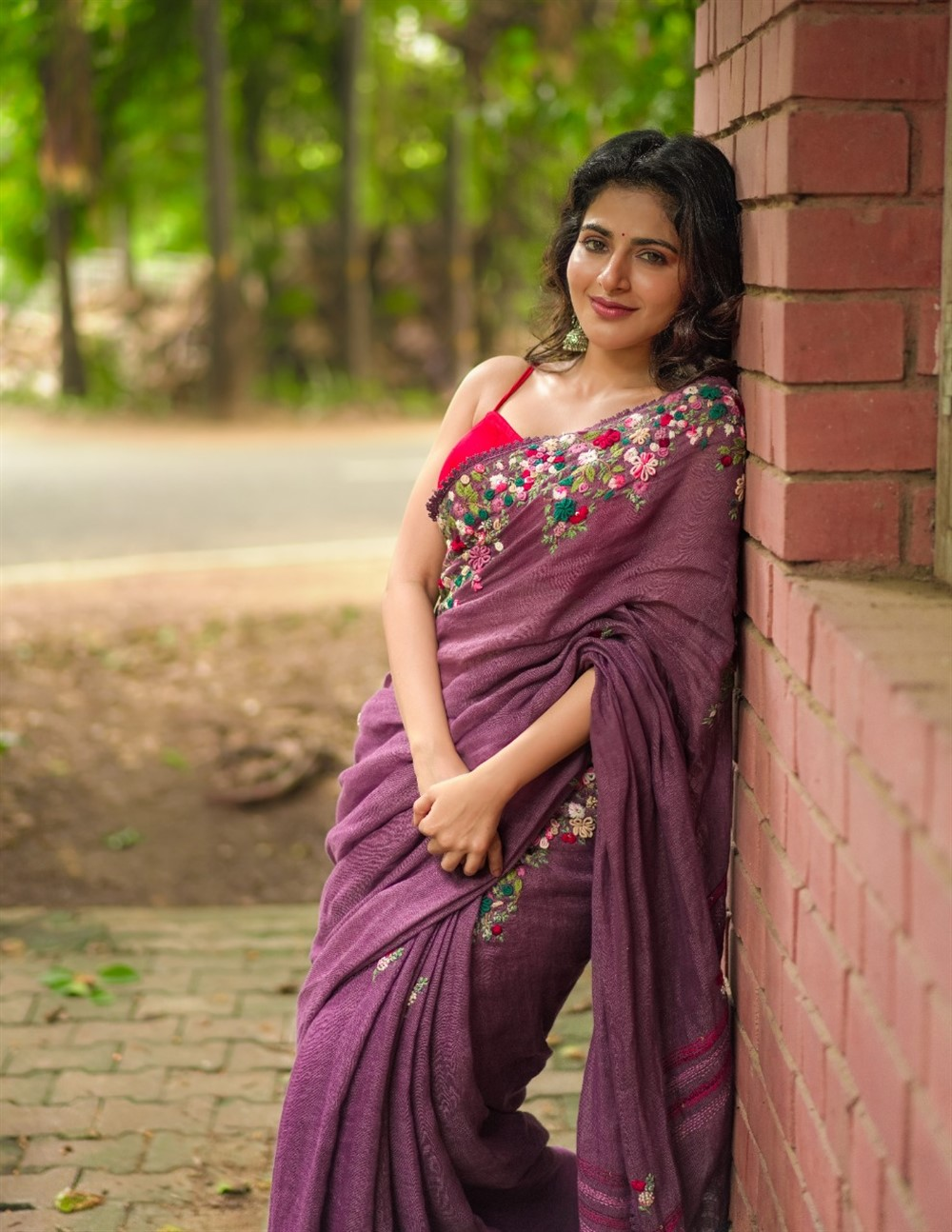 Iswarya Menon hot Saree Photos