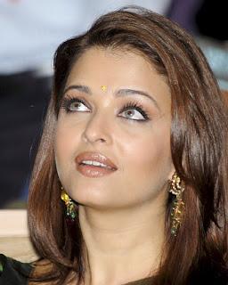 Aishwarya Rai Looking At The Sky