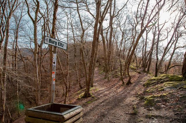 Traumpfad Eltzer-Burgpanorama  Premiumwanderweg  Traumpfade Rhein-Mosel-Eifel-Land  Wanderung Burg-Eltz 09