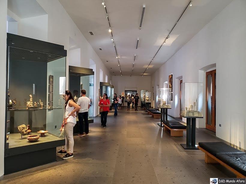 Exposição permanente do Museu Chileno de Arte Pré-colombiana em Santiago