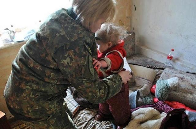 В Москве ребенок несколько дней жил с мертвой матерью и едва не умер