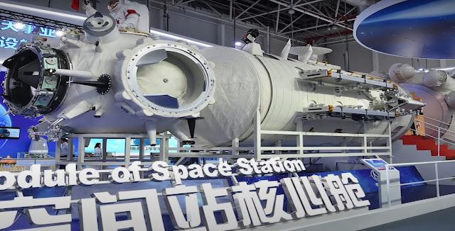 spaceship cockpit concept art