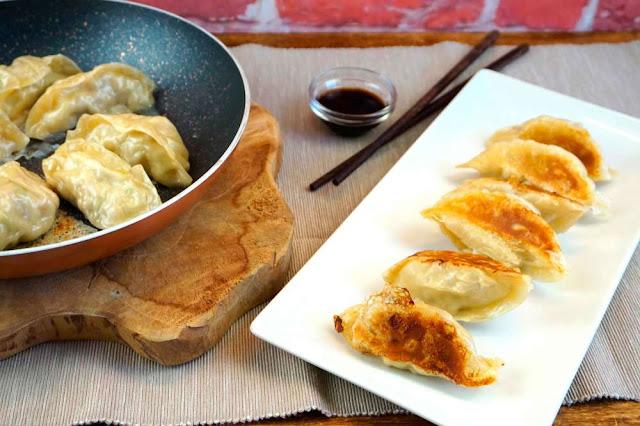 Gyozas o empanadillas japonesas con masa de empanadilla
