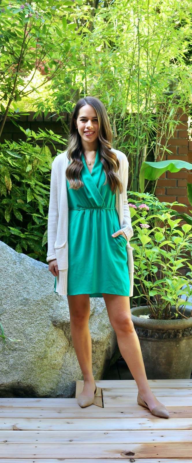 Jules in Flats - Aritzia Wilfred Sabine Dress in Kellly Green (Business Casual Workwear on a Budget)