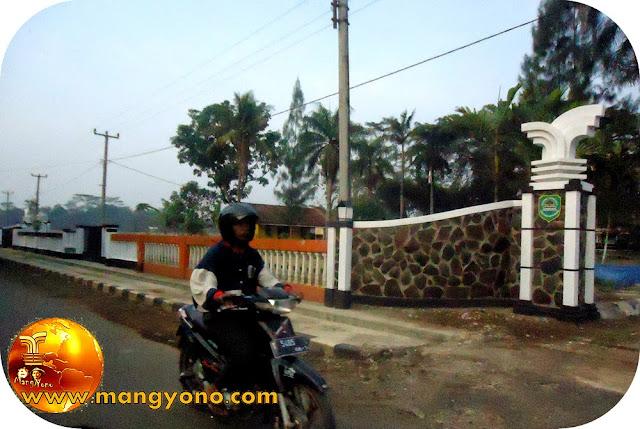 Kantor Desa Balingbing, Kecamatan Pagaden Barat. Poto Jepretan Admin.