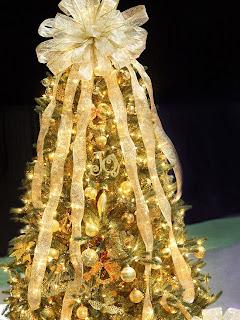 árbol navideño dorado