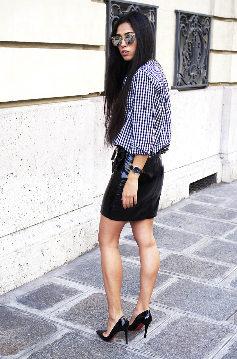 Elizabeth l Gingham shirt vinyl skirt l Fall fashion trend l THEDEETSONE l http://thedeestone.blogspot.fr