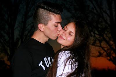 couple mignon amoureux