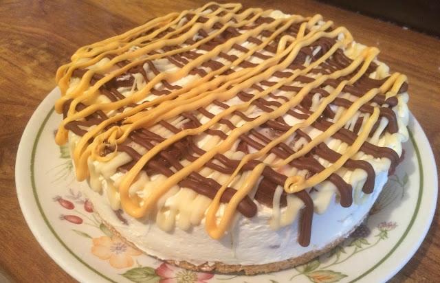 photo of finished cream egg cheesecake