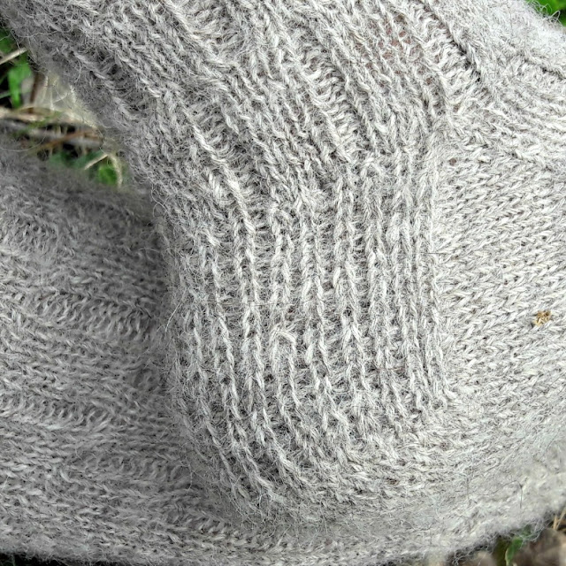 Calcite Socks heel, free pattern at Winwick Mum blog www.winwickmum.co.uk