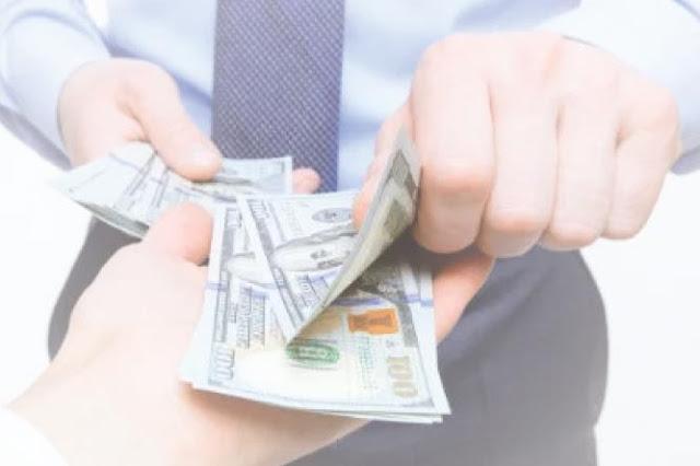 Kasih uang tips ojol
